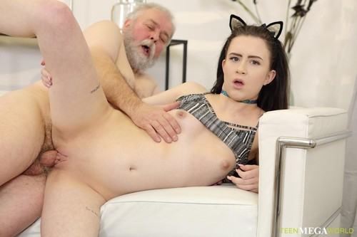 Sweetie Smokes A Cig And Old Dick [FullHD]