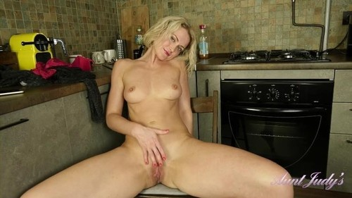 "Natie in ""Kitchen Close Up Fussy Fingering"" [FullHD]"
