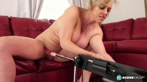 Plays With Her Christmas Present [FullHD]