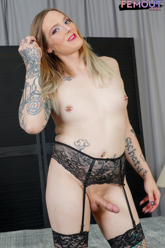 V.C. Blaquehart Plays With Her Dildo! (22 January 2020)