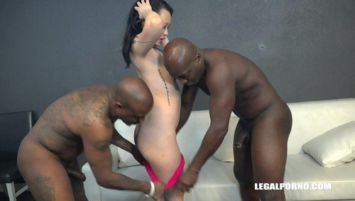 Zoe Lark Goes Black Iv464 [SD]