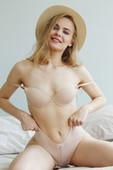 Ellie - Nude (06-02-2020)