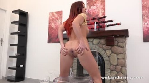 Renata Fox Redheads Like It Wet - Extreme Pissing Video
