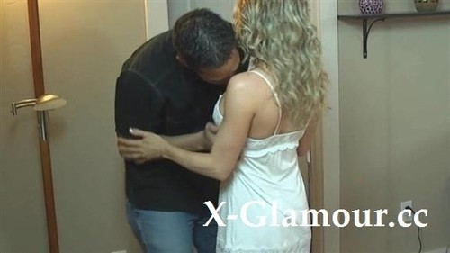 Blonde Milf Gets Fingered And Fucked [SD]