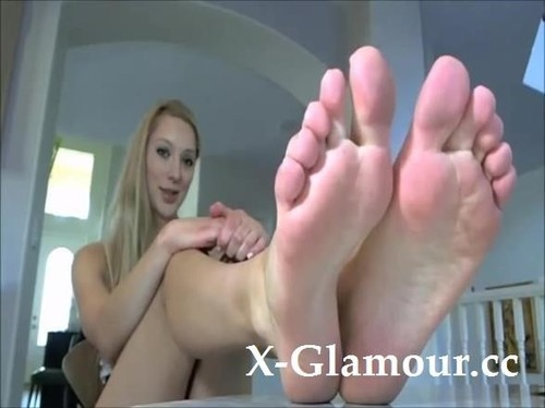 Amateurs - Amazing Blonde With Long Hair Showing Off Her Perfect Feet [SD/480p]