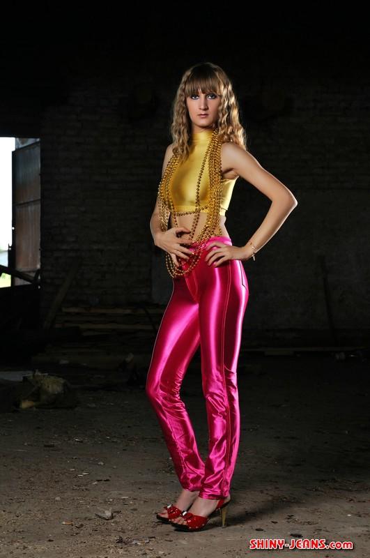 pretty model Perla bondage & shiny jeans