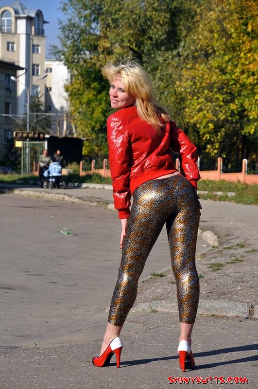 blonde chick Julia K leggings fetish gallery