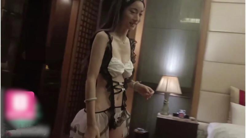 電報收費群流出網紅淫騷美女小燕子與大屌炮友激情做愛視頻