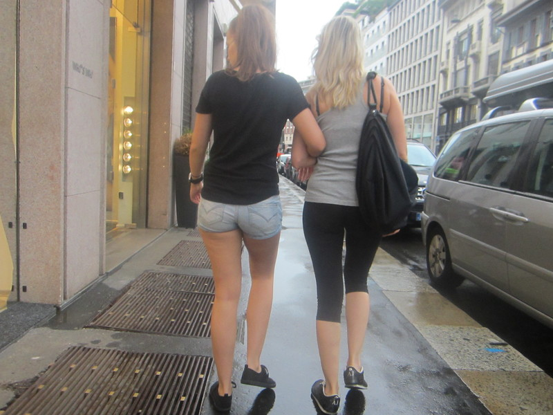 lesbian girls in leggings & shorts