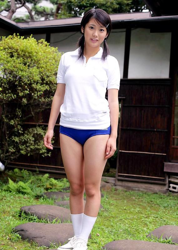 japan model Arisu Iriyama in blue buruma shorts