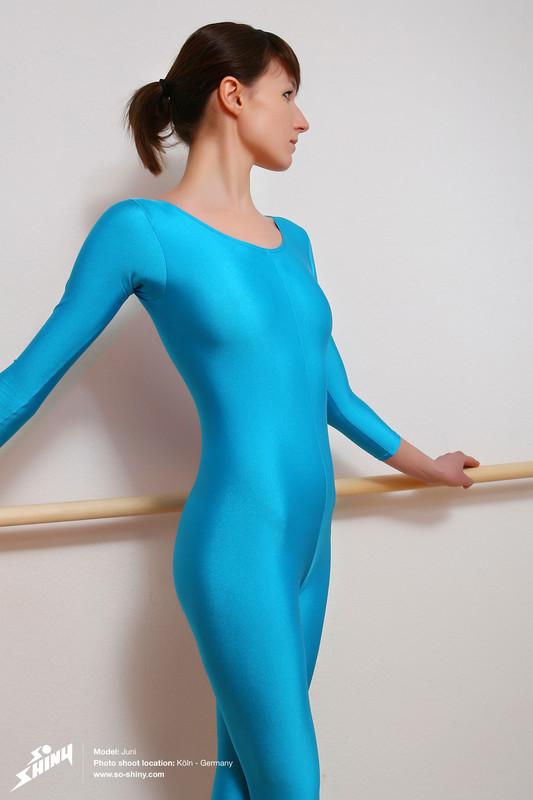 ballerina girl Juni in kinky blue spandex