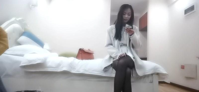 屌哥酒店约炮偷拍极品黑丝外围女换上学生制服各种姿势草