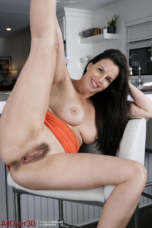Kobe Lee - Category Mature Housewives Contains (13-11-2020)
