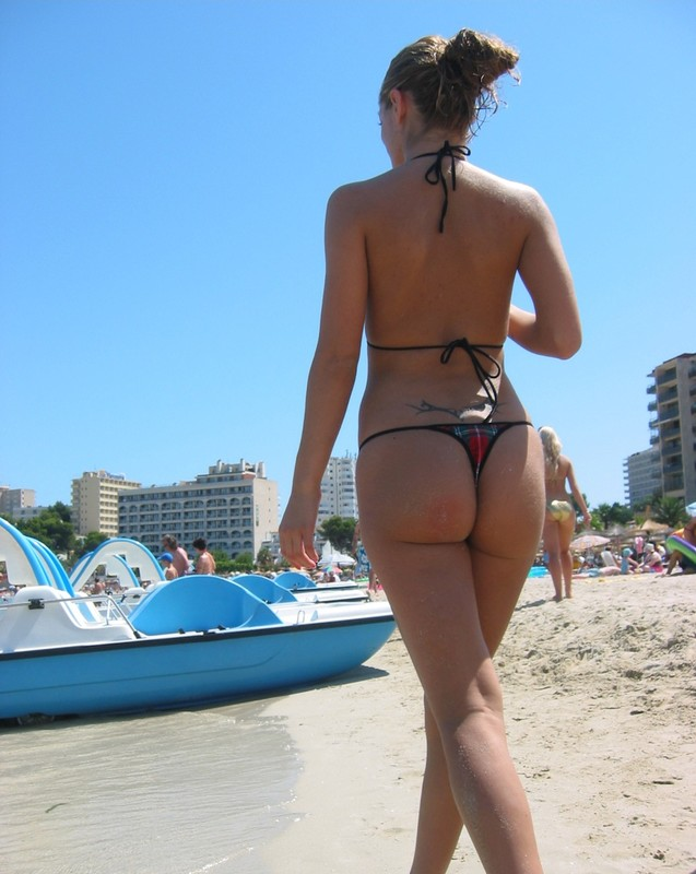 2 hot lesbian girls bikini voyeur photos