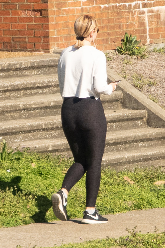 gorgeous college chick in black yogapants