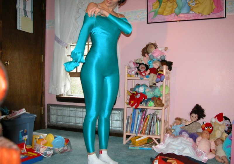 basketball chick Lisa Tyler in tight cyan catsuit