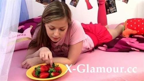 Amateurs - Teasing That Strawberry