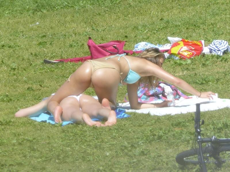 lesbian teens bikini voyeur pics