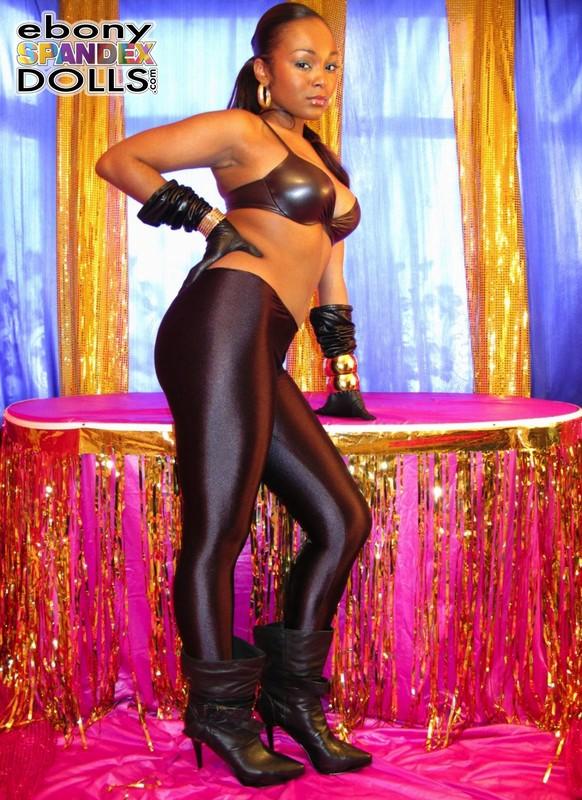 sweet ebony hottie Yasmin in black shiny leggings