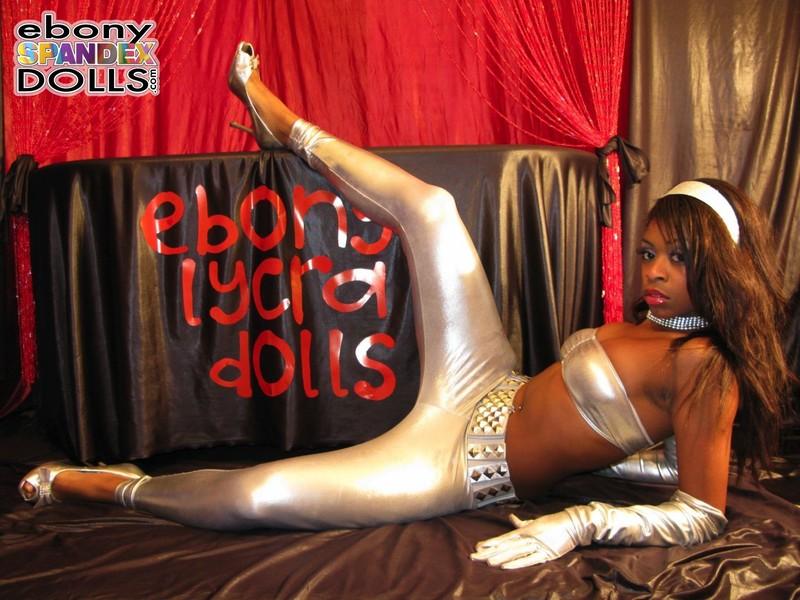 naughty ebony model Peaches in silver leggings