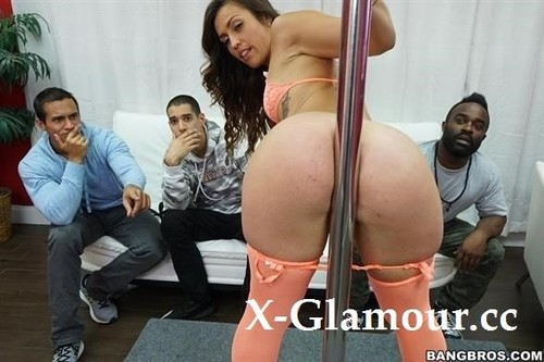 Kelsi Monroe And Her Big Ass Please A Fan [HD]