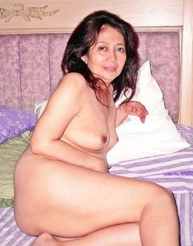 Tante Bugil Udah Sange Ngangkang Di Ranjang