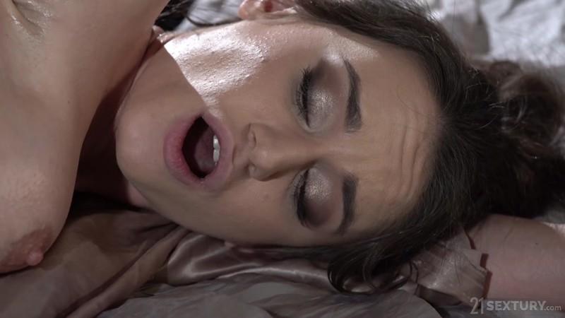 LezCuties - Tiffany Tatum, Lana Roy - Candlelit Sensuality [FullHD 1080p]