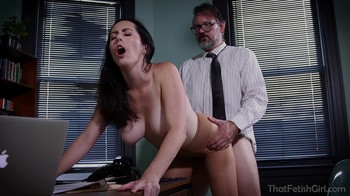 Boss is mesmerized by his employee in the office and fucks her on the desktop