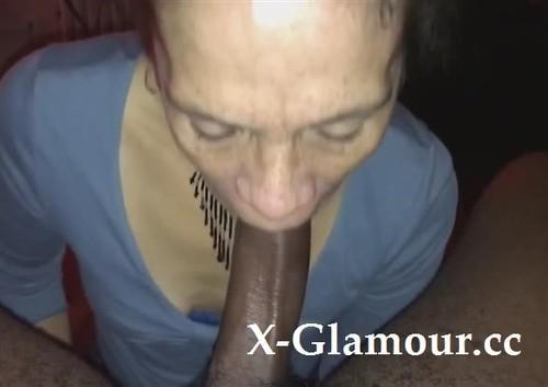 Amateurs - Old Mature Slut Sucking A Hard Black Thing (HD)