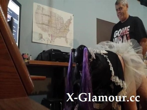 Horny Elderly Gentleman Gently Pounding A Wet Tunnel Of Love [SD]