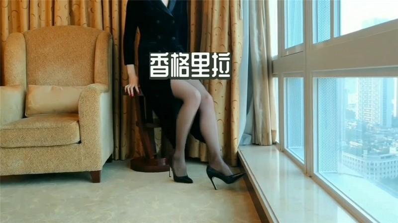 高價網約車模,貌美膚白大長腿,鏡子搔首弄姿