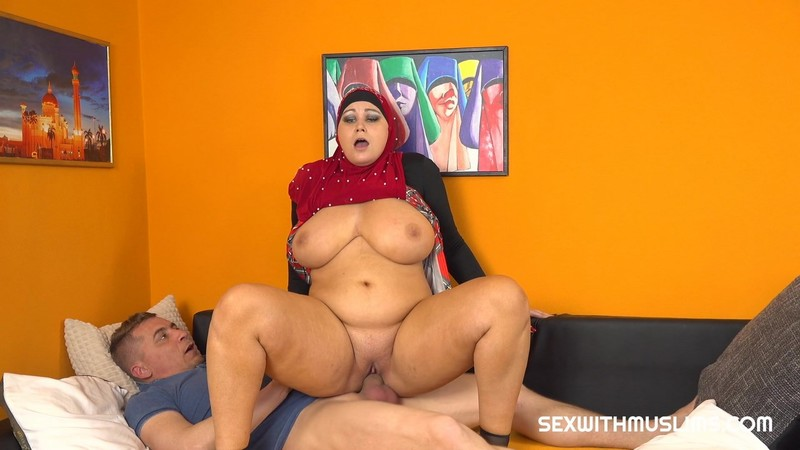 Laura Titaphea - Horny Husband Wants Great Blowjob From His BBW Wife - 1920p