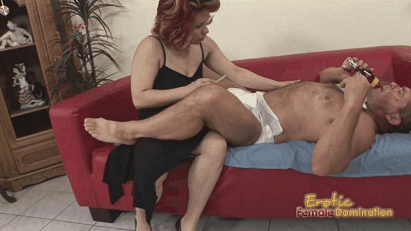 Dude in diapers dominated by his mommy [FullHD 1080P]