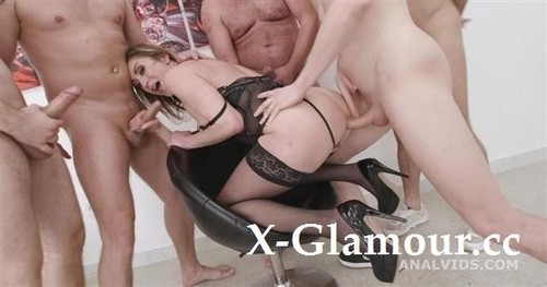 Julia North - 5On1, No Pussy, Dap, Tap, Pee Drink, Funnel And Swallow Gio1818 [SD/480p]
