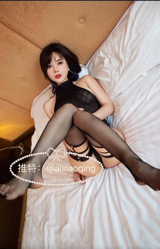【重磅】秀人網模特艾小青被主人調教各種場面