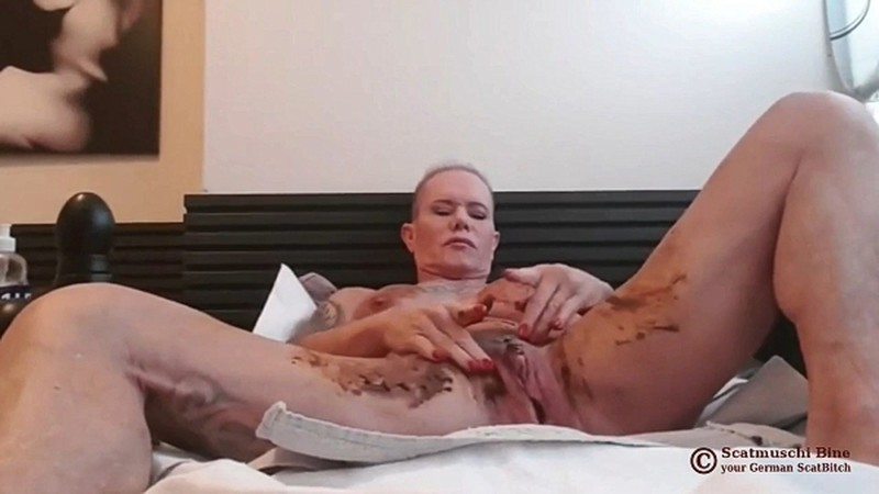 Scatmuschi BINE - I Play with Scat from my giant Dildo [FullHD 1080P]