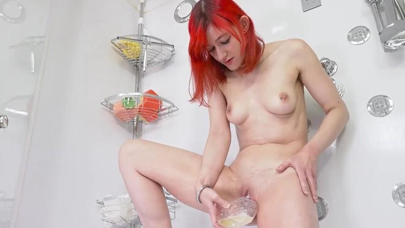 Bitchmoni - Washing myself with my Piss [FullHD 1080P]