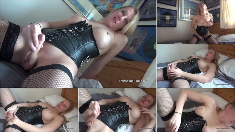Redvex - Blonde Shemale In Black Boots And Basque [HD 720p]