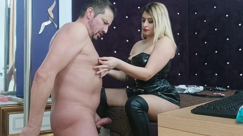 GoddessAndreea - Karina and friend nipple play and poo [FullHD 1080P]