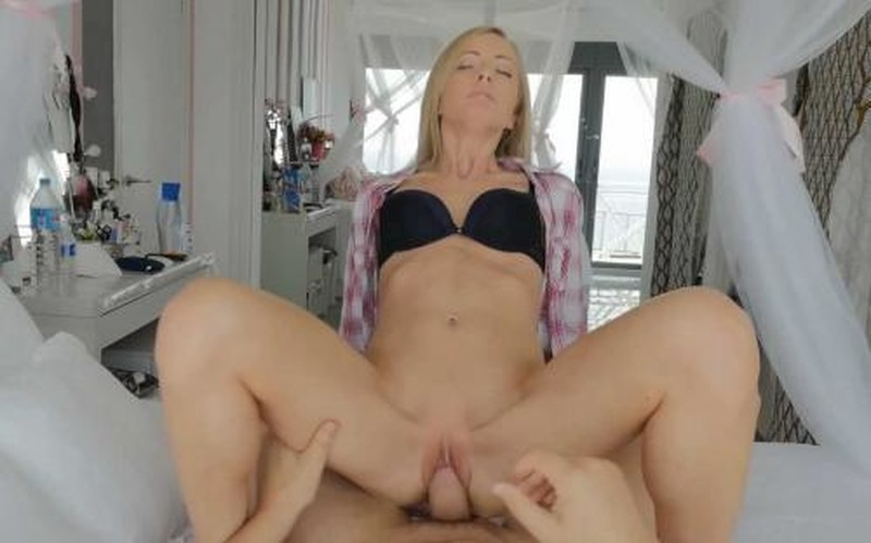 Sicilia - Flexible MILF Gets Licked And Dicked [FullHD 1080P]