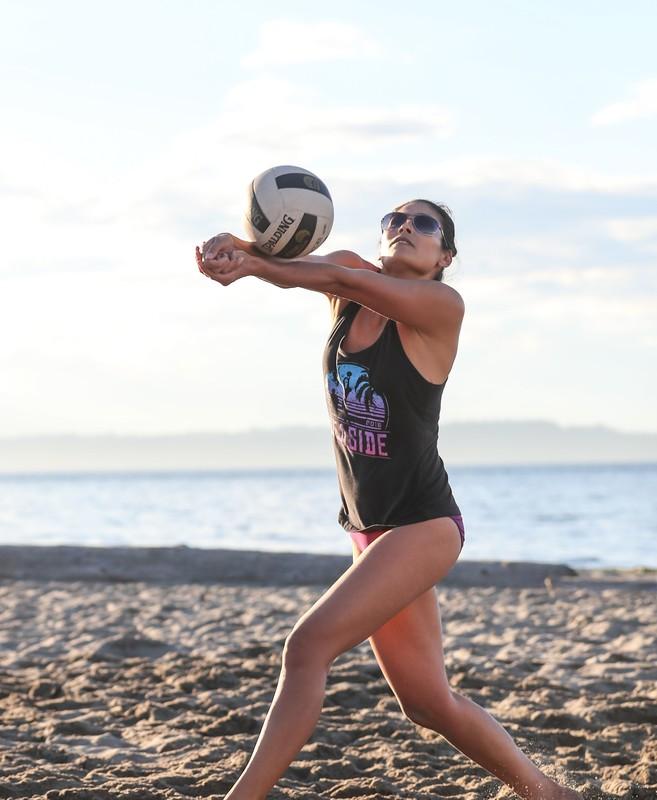 beach volleyball girls sexy bikini voyeur pics