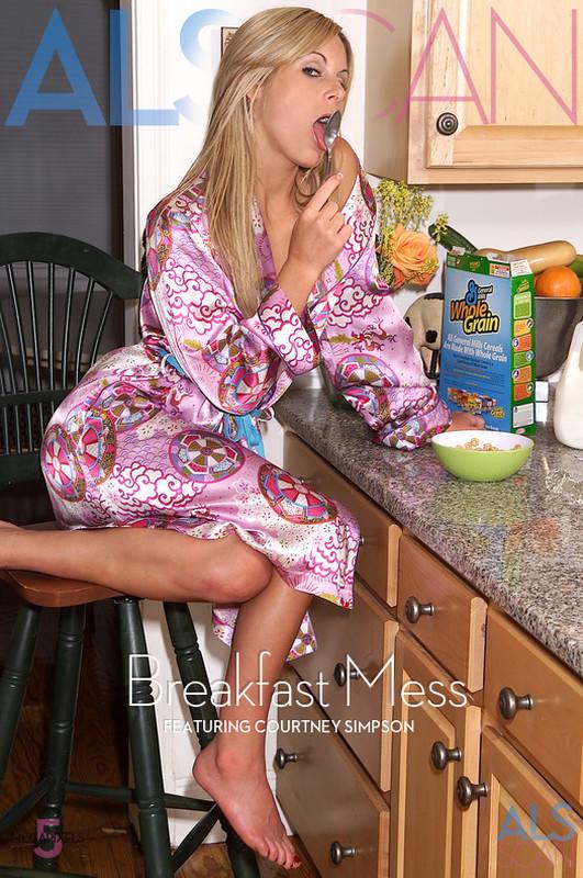 Courtney Simpson - Breakfast Mess  (2021-06-28)