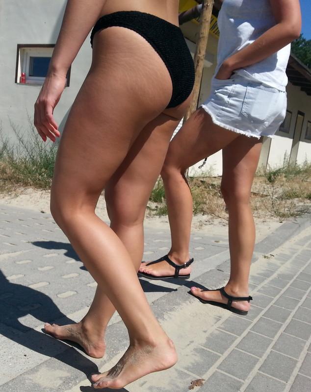 handsome college lady candid bikini creepshots album