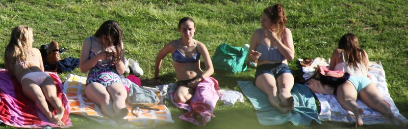 5 college girls lovely bikini voyeur pics