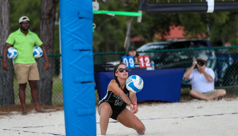 sand volleyball girls in lovely tight shorts