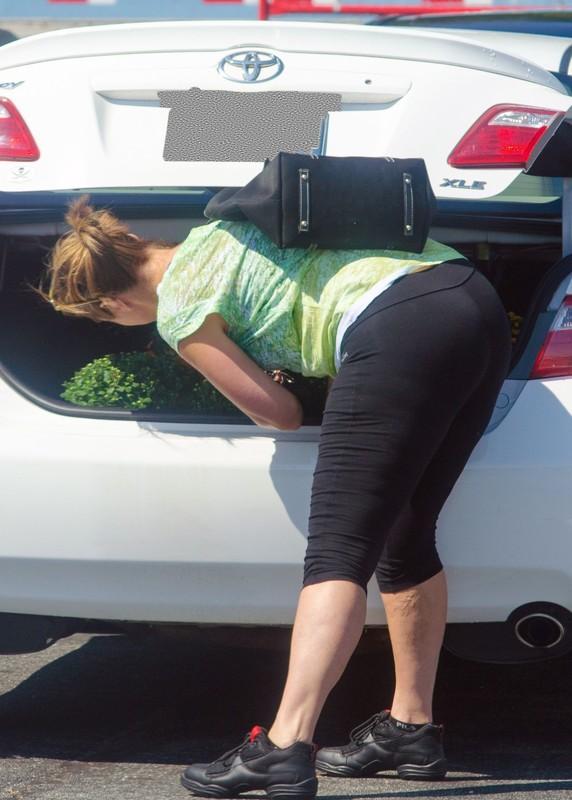 parking lot milf in carpi leggings