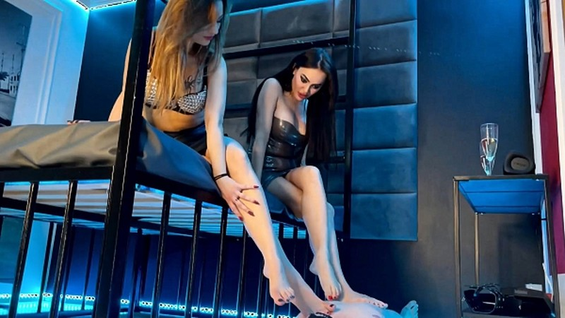 EVIL WOMAN - DOUBLE DOMME FEET WORSHIP [FullHD 1080P]
