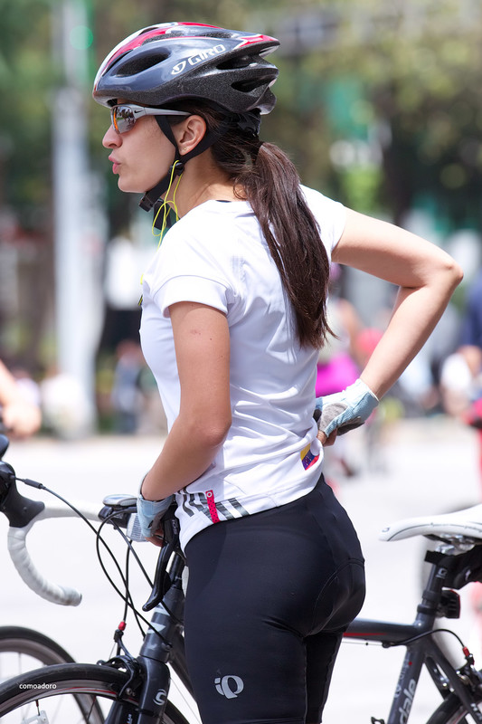 hispanic cyclist babe in sexy black lycra shorts
