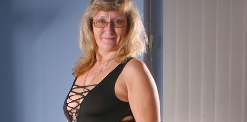 Mature.nl- Big booty mature Rosi loves to ride on a rubber cock