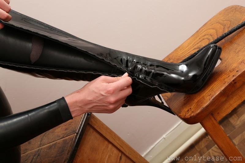 naughty teacher Grace Fae in rubber catsuit